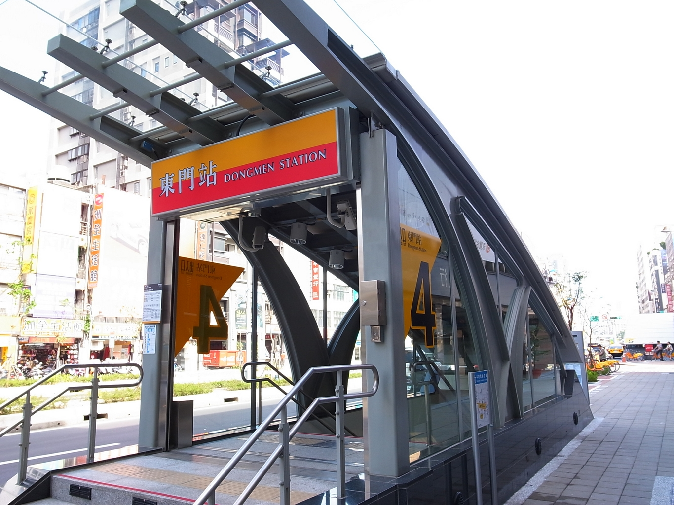 DongMen MRT Station